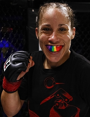 Gay assumida, rival de Ronda usa no UFC como palanque anti-homofobia