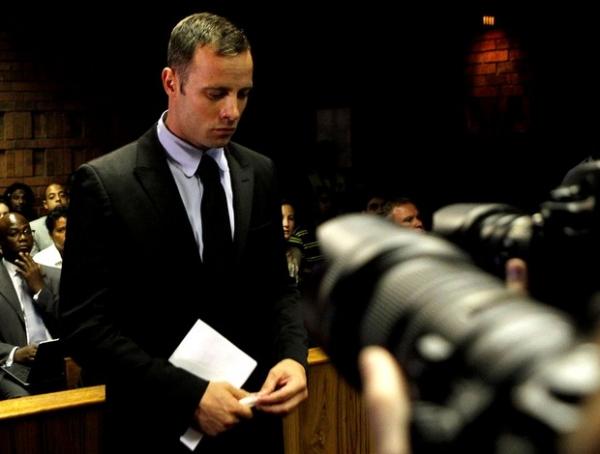 Preso há uma semana, Oscar Pistorius não tem cama em sua cela