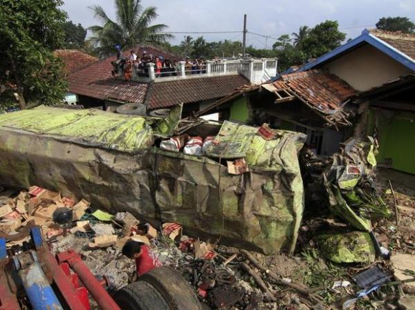 Acidente de trânsito deixa ao menos 15 mortos na Indonésia