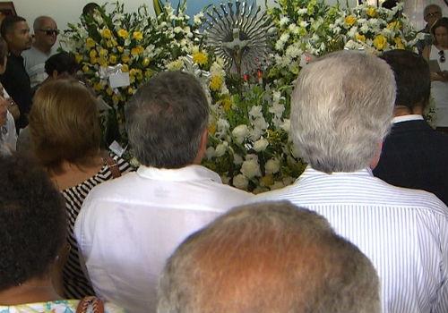 Gilberto Gil se despede da mãe em velório na Bahia