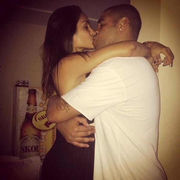 Jogador Adriano se declara para namorada: