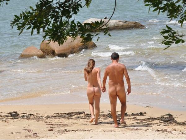 Praias de nudismo ganha cada vez mais adeptos e possuem até carteirinhas; veja regras - Imagem 8