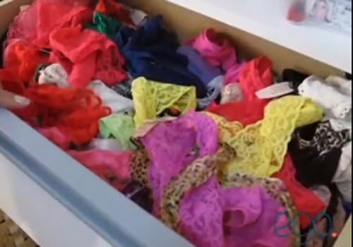 Andressa Urach abre sua casa e apresenta coleção de calcinhas
