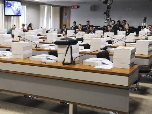 Cúpula federal gasta 345 mil folhas de papel por dia, aponta levantamento