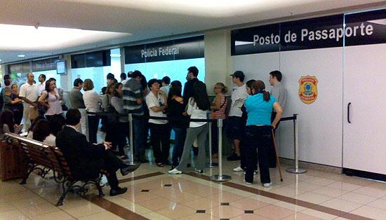 Chuva causa pane e afeta emissão de passaporte no Brasil inteiro