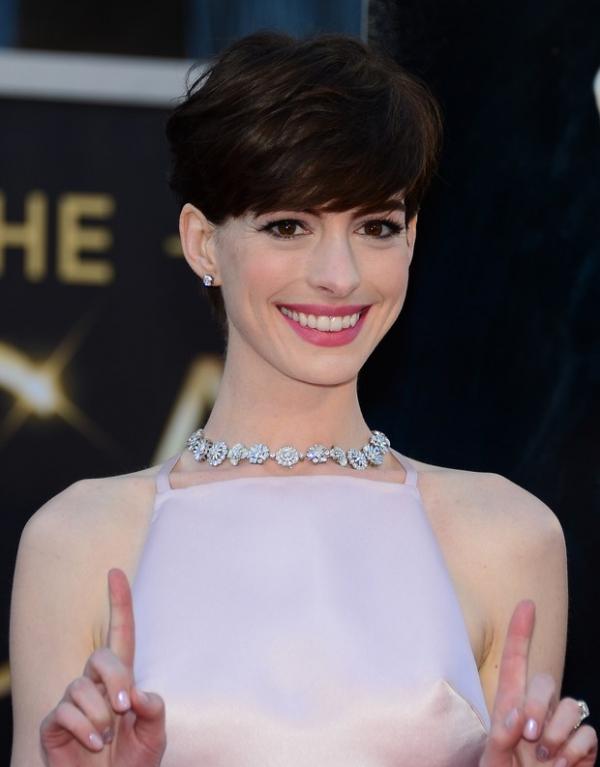 Maquiador ensina a fazer o make de Anne Hathaway no Oscar