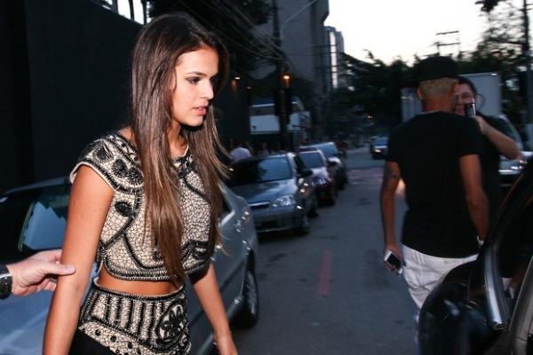 Neymar e Bruna Marquezine deixam festa do jogador juntos