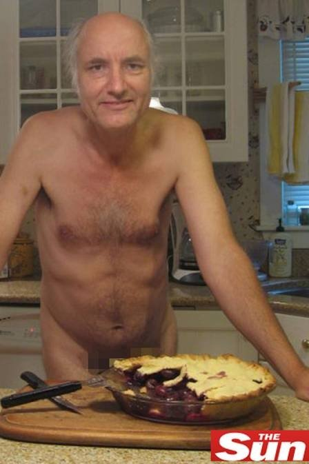 Por mais acessos, blogueiros cozinham pelados e postam fotos