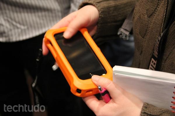 Case LifeProof faz com que iPhones e iPads resistam e flutuem na água