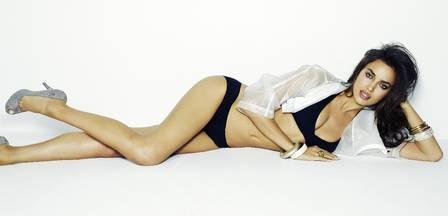 Namorada de Cristiano Ronaldo posa sexy só de lingerie