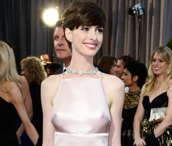 Oscar 2013: Veja a evolução de Anne Hathaway no quesito decote