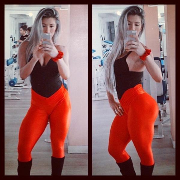 Andréa de Andrade mostra o look escolhido para malhar