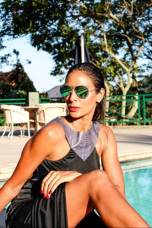 Flávia Sampaio faz ensaio fotográfico inspirado em Cindy Crawford