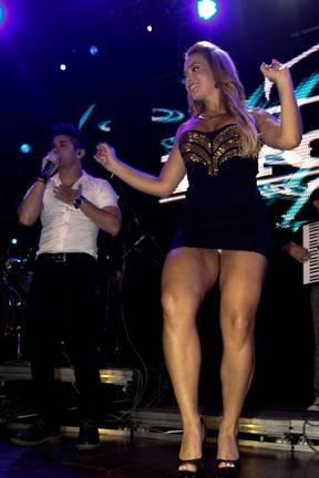 Geisy Arruda mostra demais durante gravação de clipe de dupla sertaneja