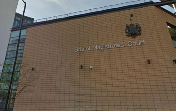 Britânico é multado após sexo com 3 prostitutas diferentes em uma noite