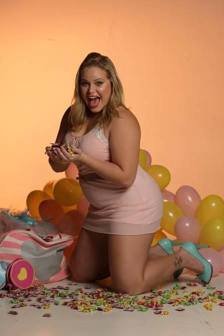 Ex-BBB Paulinha quer emagrecer 30kg  e diz: ?Vou desfilar nua no carnaval?