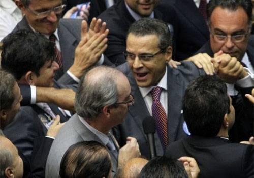 Investigado pelo MP, Henrique Alves é eleito novo presidente da Câmara