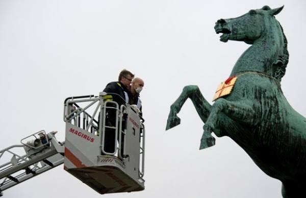 Biscoito de metal de 20 kg roubado na Alemanha é achado em estátua