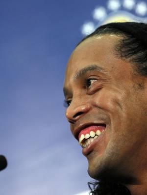 Ronaldinho projeta Neymar no topo e diz que seria