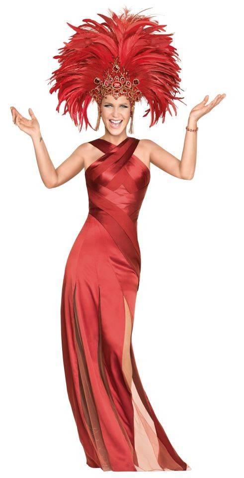 Xuxa compartilha look carnavalesco em rede social