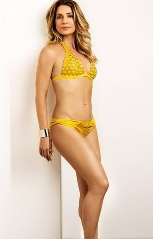 Aos 39 anos, Letícia Spiller mantém forma com ioga e balé