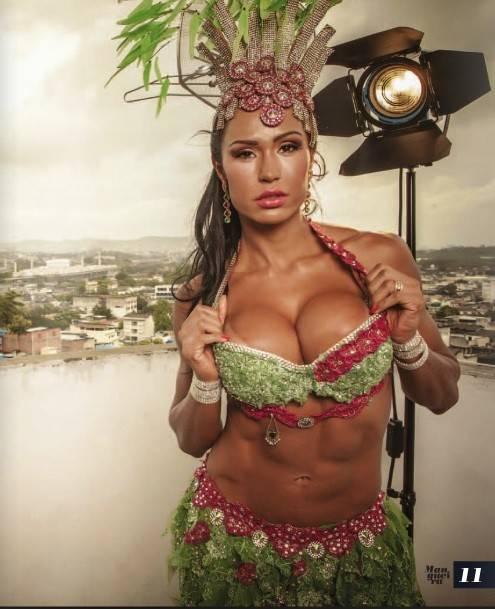 Gracyanne Barbosa posa sensual para revista da Mangueira
