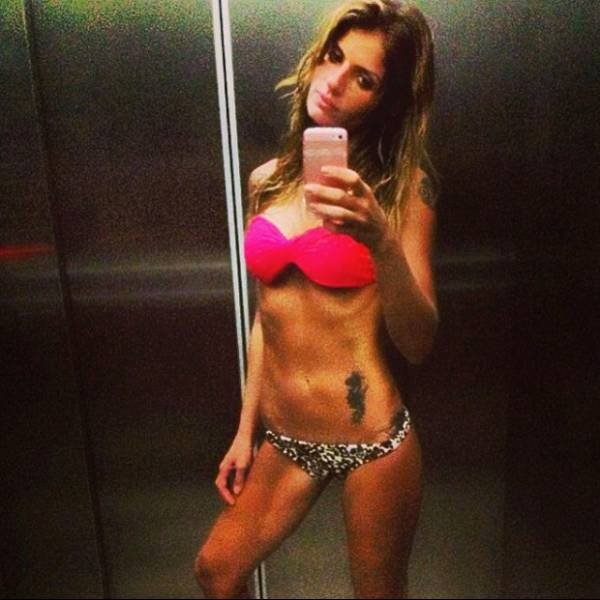 Carol Magalhães publica foto de biquíni com corpo excessivamente magro