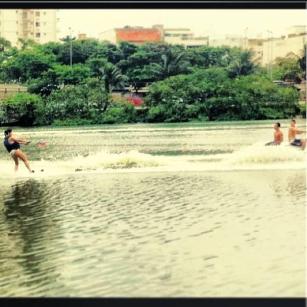 Giovanna Lancellotti pratica wakeboard e posta foto