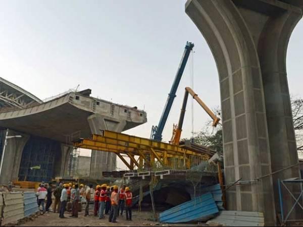 Parte de viaduto em construção na Índia desaba e mata trabalhadores