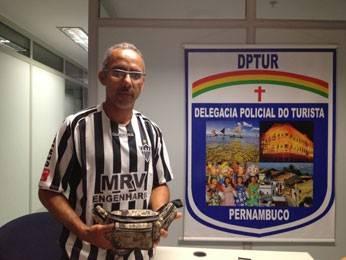 Turista encontra pochete com R$ 8,4 mil em aeroporto e devolve à polícia