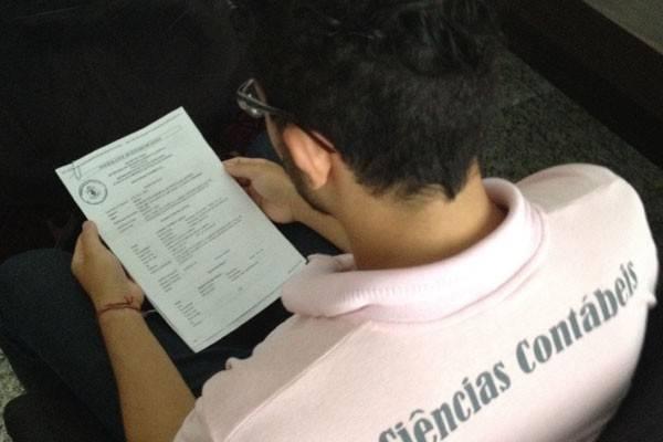 Universitário diz que apanhou de colegas portugueses por ser gay