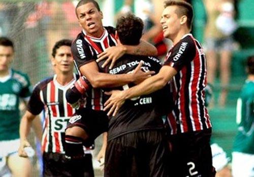 ac4daf415e Rogério Ceni marca de falta e garante vitória do São Paulo sobre Guarani  2  x 1
