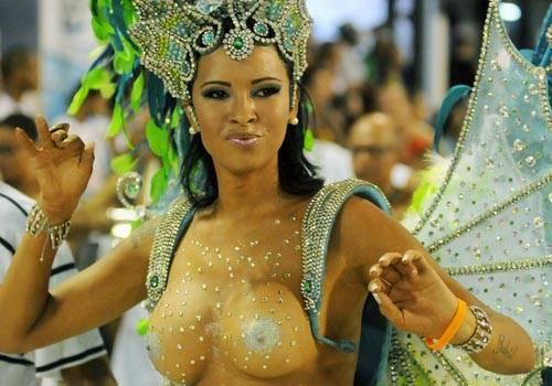 Famosas brilham nos primeiros desfiles das escolas, e provam que são as musas do carnaval