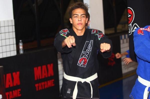 Filho de Fenômeno assina com empresa de MMA com apenas 12 anos