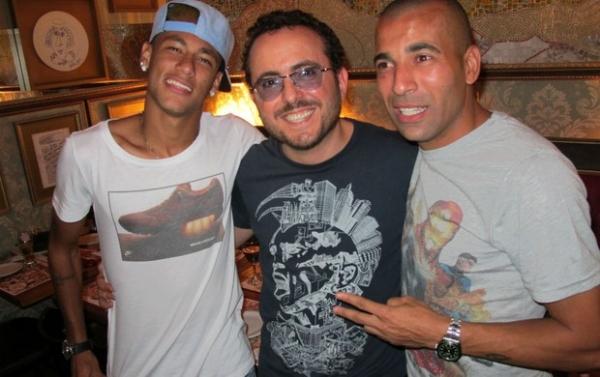 Neymar e Sheik fazem aquecimento para duelo com aposta em encontro