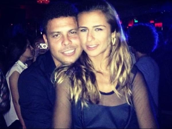 Ronaldo discute feio com namorada no meio da rua, diz jornal