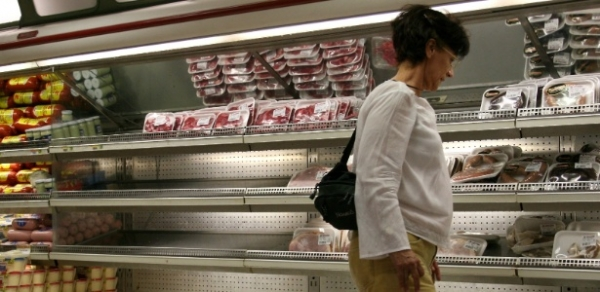 Na Venezuela, preço de um iogurte equivale a três tanques de gasolina