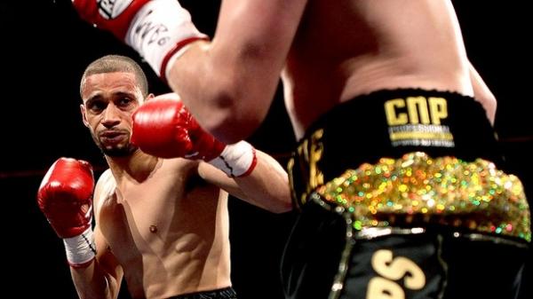 Boxeador dirige 113km para dar lição em usuário do Twitter que o ofendeu