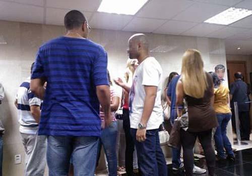 Julgamento de Beira-mar vira reunião de família; netos gritam