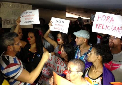 Manifestantes prostestam na Câmara contra pastor Marco Feliciano