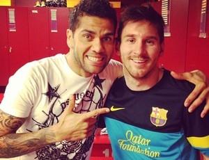 Daniel Alves exalta Messi no vestiário após goleada do Barça contra o Milan