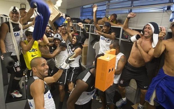 Corinthians entra na onda do Harlem Shake e agita vestiário