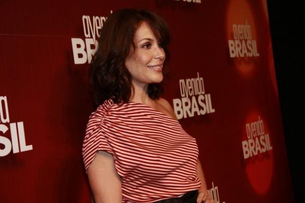 Globo paga R$ 90 mil por mês para Carolina Ferraz ficar em casa