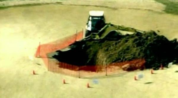 Terreno desmorona, e cratera