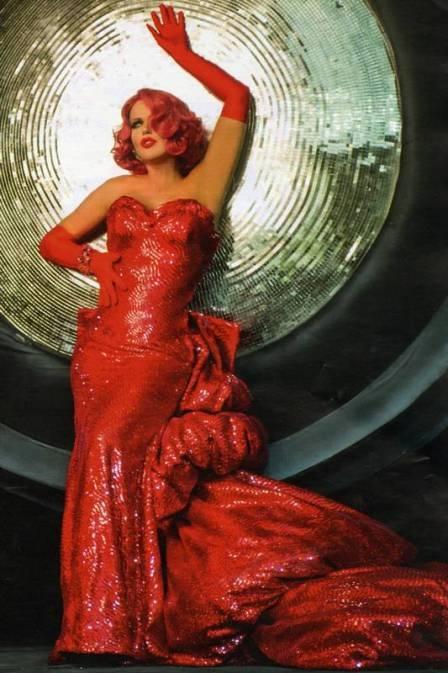Xuxa se inspira em Jessica Rabbit em ensaio para livro comemorativo
