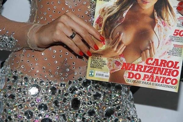 Carol Narizinho lança ensaio nu com look que exibe tattoo indiscreta