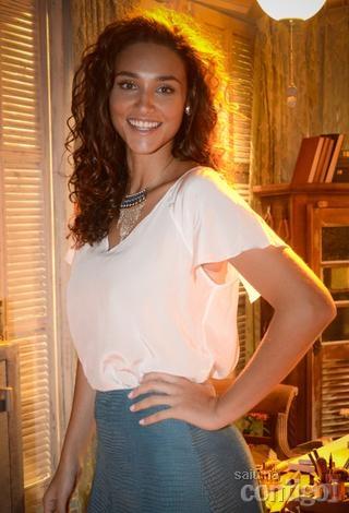 Débora Nascimento conta segredos de como cuida da pele e dos cabelos