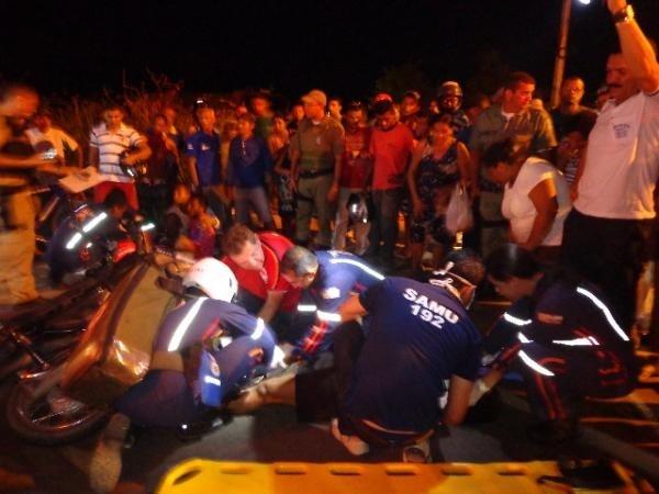 Motoqueiros ficam feridos em colisão na BR-230