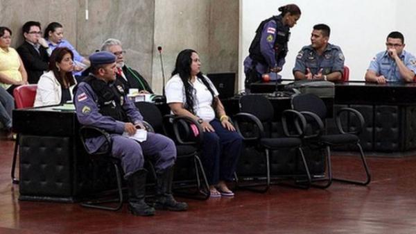 Mulher que matou a mãe com 109 facadas é condenada a 20 anos de prisão