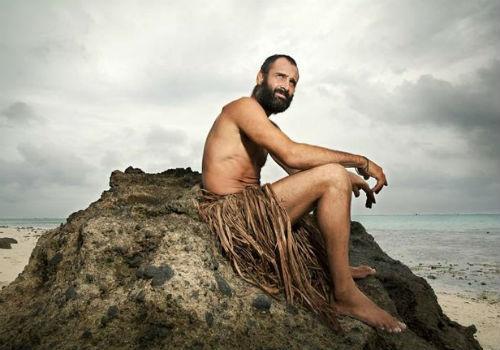 Sem roupa nem comida, britânico tenta viver por 60 dias em ilha deserta